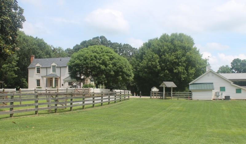 Home 2 historic Farm Photo